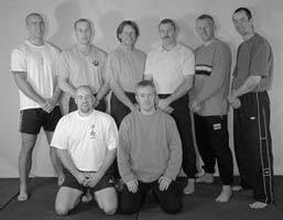 Foto: Iain Abernethy mit seiner Karate-Trainingsgruppe, 2010